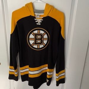 Boston Bruins Youth Hoodie/Hockey Lace Size XL